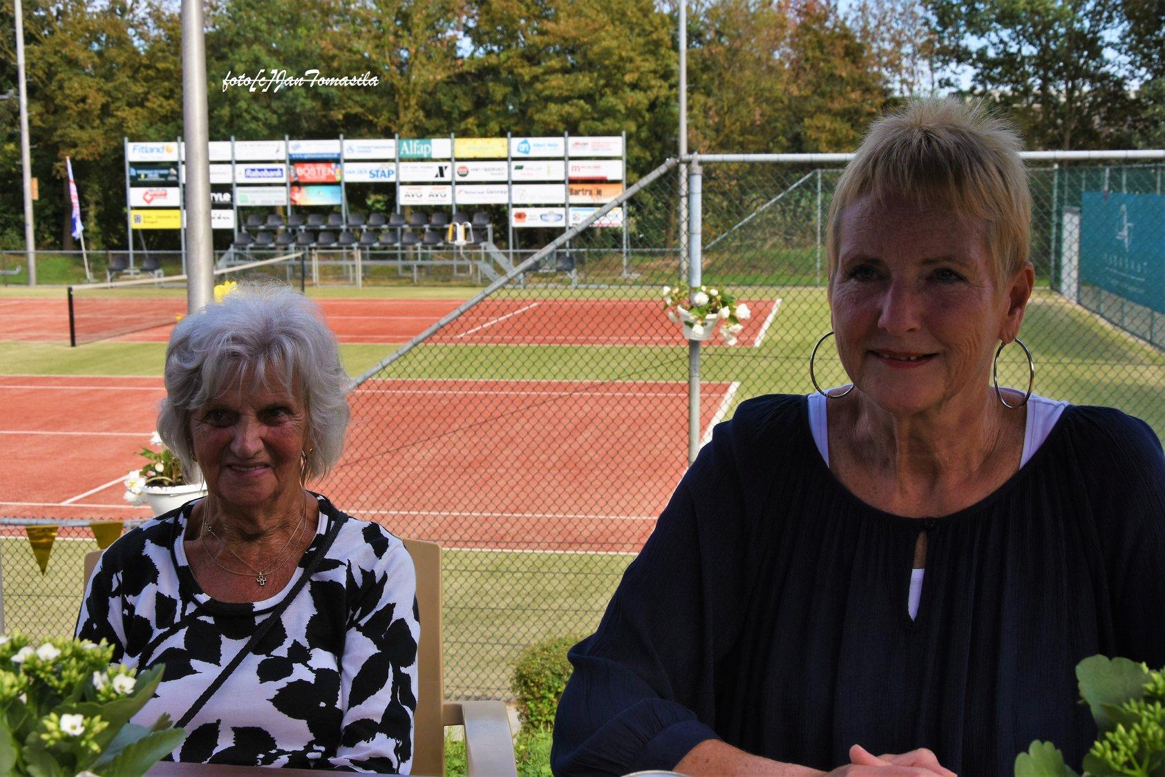Marietje Wilbers (links) en Tonnie Kerkhoff-Geurtjens, baanbrekende vrouwen