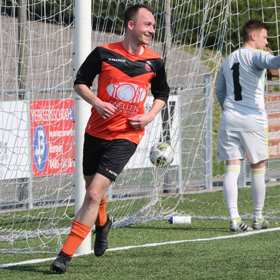 Koen Wijnen heeft met een kopbal gescoord voor Vitesse '08 Gennep